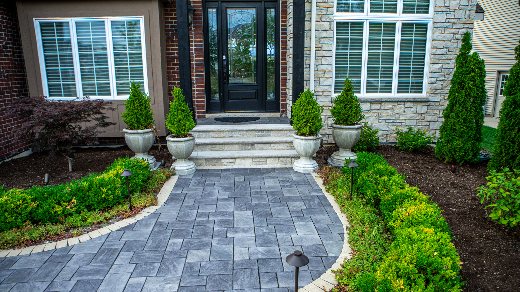 Paver walkway with different color border
