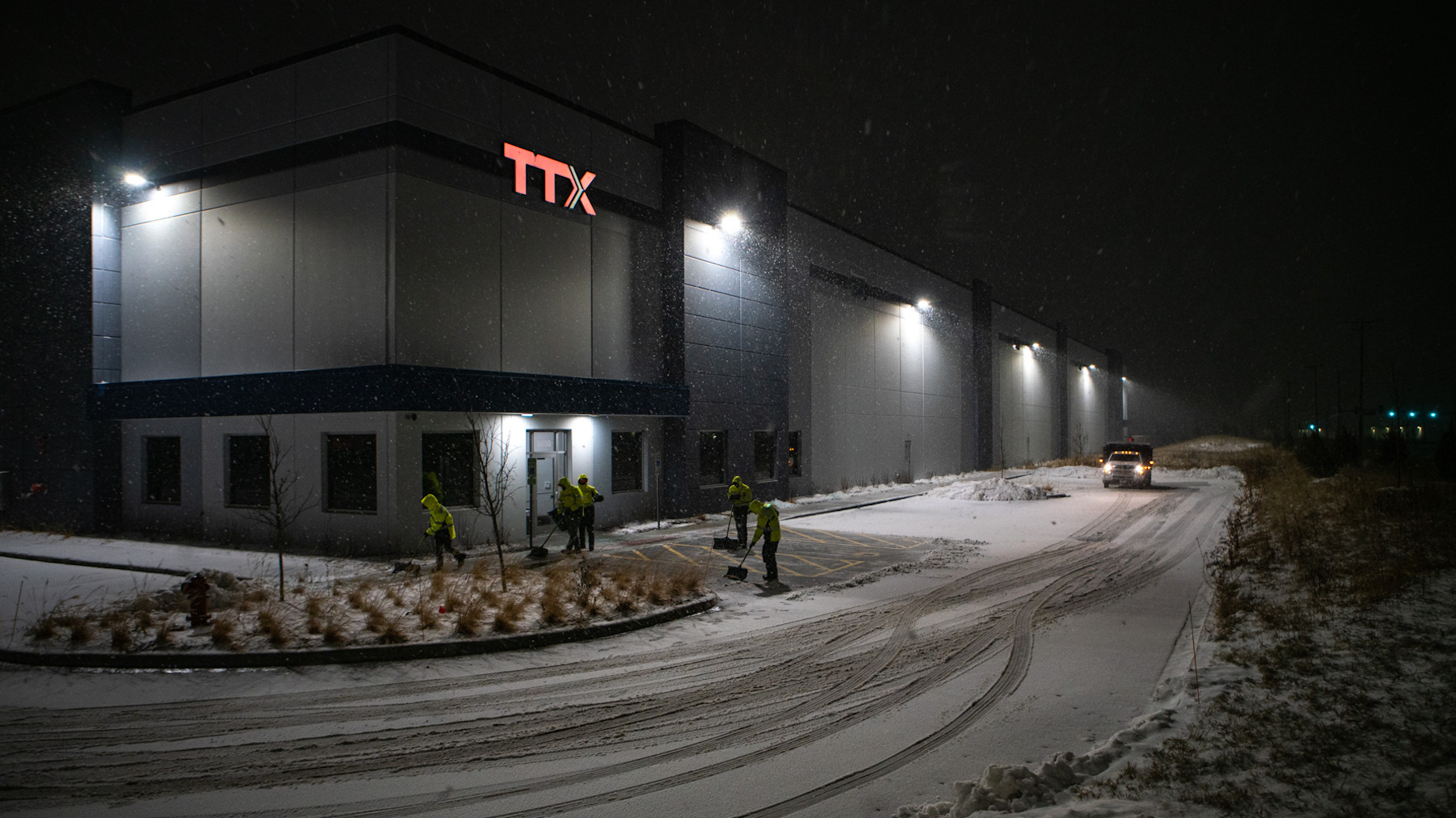 snow removal services at industrial site warehouse